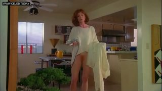 Julianne Moore – Shows Her Ginger Bush – Short Cuts (1993)